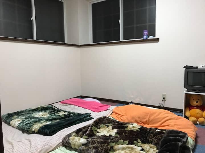 2F Yu's room (悠の間・6畳洋室・ふとん)