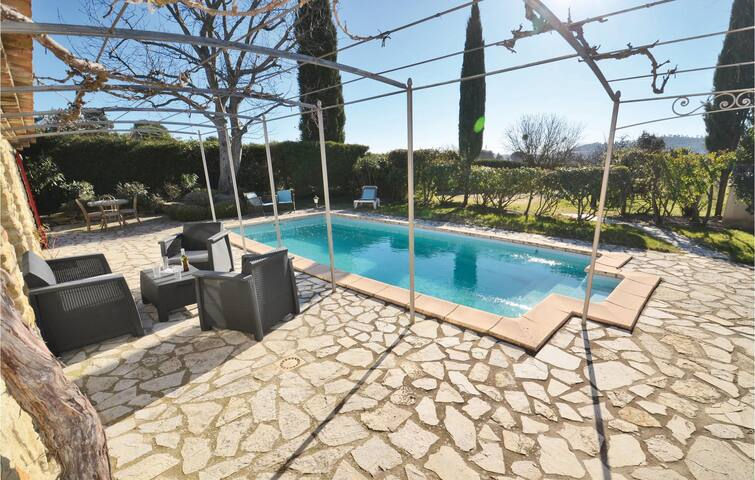 Holiday cottage with 2 bedrooms on 110m² in Cucuron