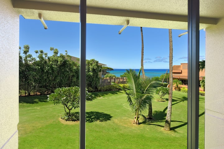 WALK TO THE BEACH!! COME AND ENJOY MAUI & RELAX!!