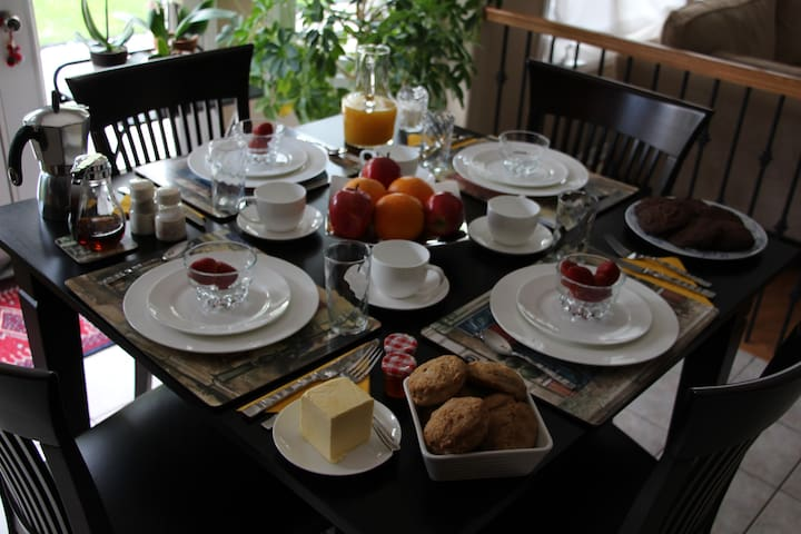 Luxurious Bedroom, amazing Breakfasts