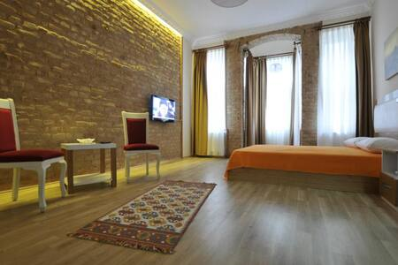 PRIVATE COSY ROOM QUEEN SIZE BED 103 - Beyoğlu