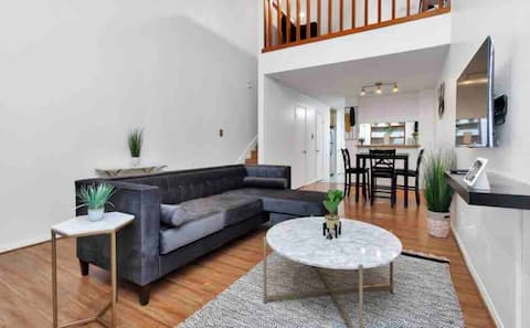 🍂Fall Into Comfort🍂 Spacious Loft w/ Free Parking