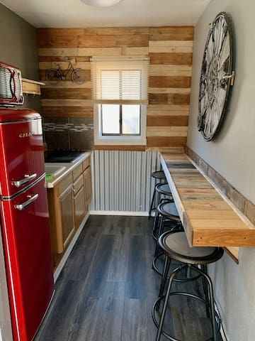 114 - Enjoy all CO has to offer in this Signature 2 Queen Pet Friendly Suite with Kitchenette and Sleeper Sofa