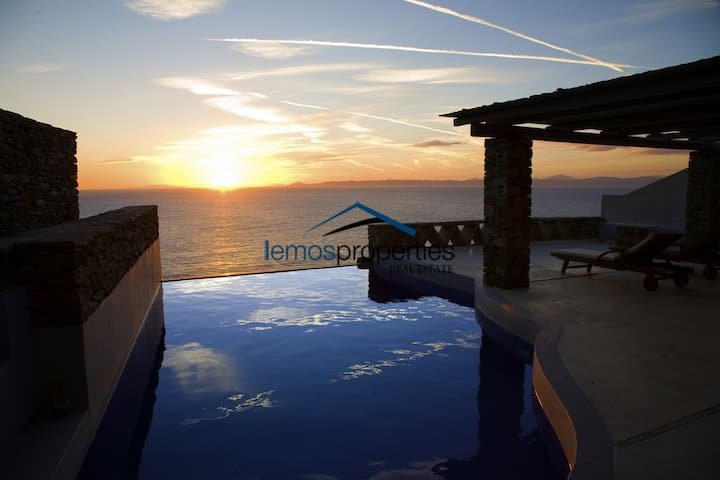 Family villa with amazing sea and sunset views