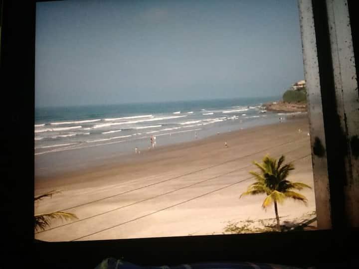 Conforto e vista exuberante , pé na areia