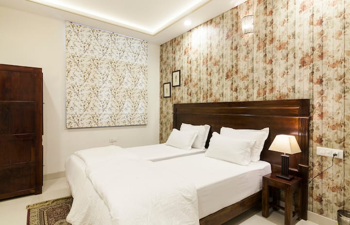 White Tulips Twin/Double room