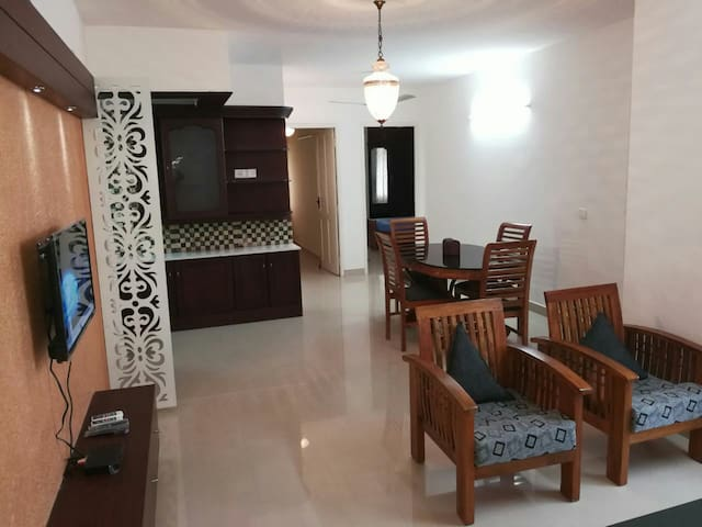 Spacious 3bhk in the heart of town.(2 ac)