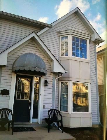 """""""Marjan Lane"""" Home, in a very great neighborhood!!"""