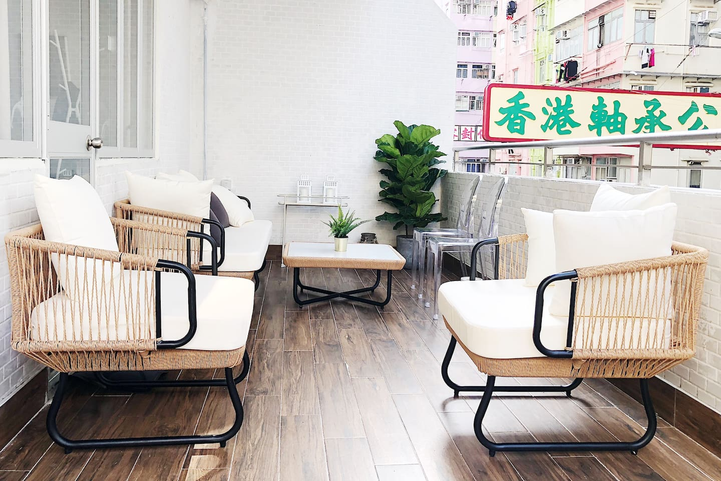 Huge balcony area with outside furniture (rare in HK)