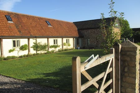 Beautifully renovated barns in a tranquil valley - Kilmersdon - Casa