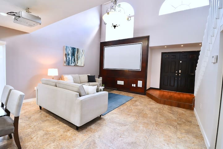 Luxury Miami 2 Bed Home - Theater, Pool, Lake view