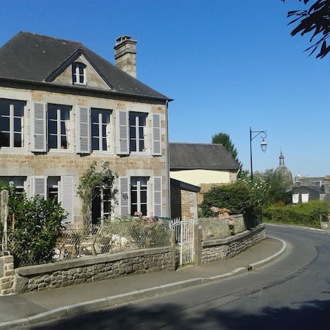 Beautiful village home close to all attractions
