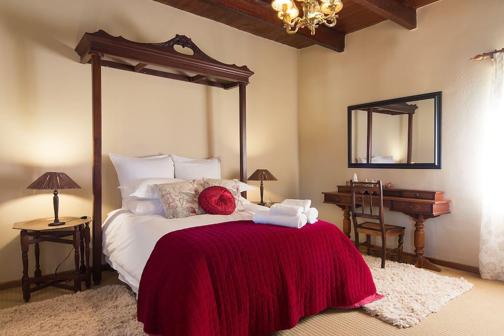 Main bedroom, with dubble bed, and en-suite bathroom.