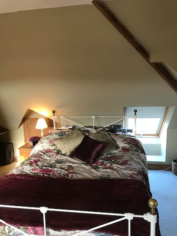 Cosy attic bedroom and ensuite