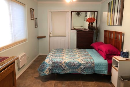 Roadrunner Room, suite with private entrance