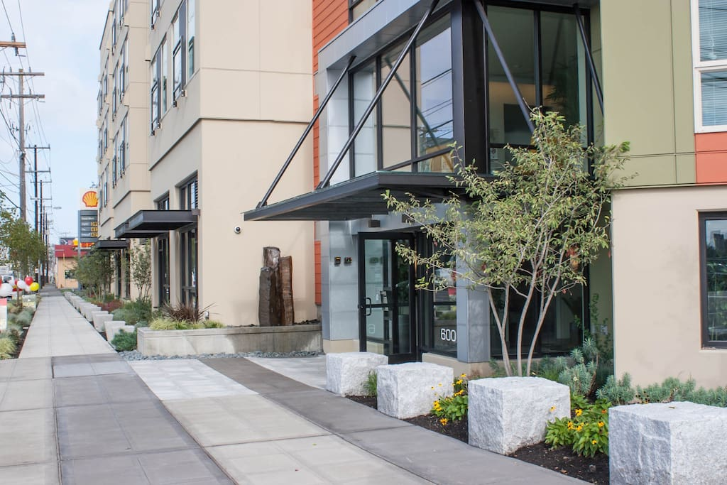 Comfy 1 bed room apartment in lower queen anne - 1 bedroom apartments in seattle washington ...
