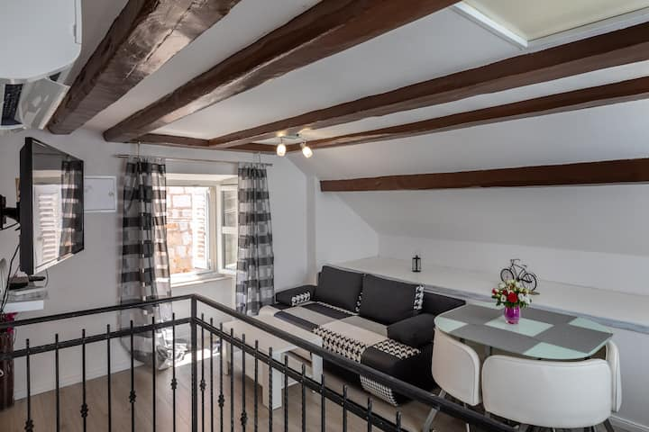 Old Town Charming Nest - One Bedroom Apartment