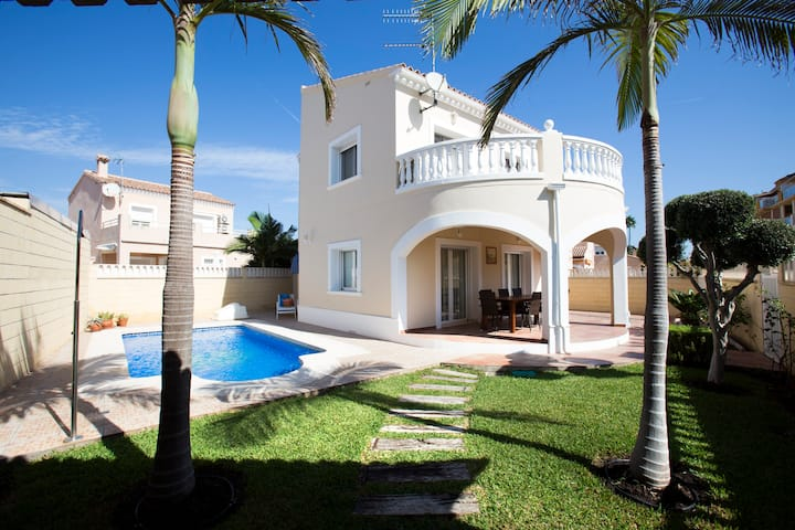 Villa in a calm area. Ideal for families.