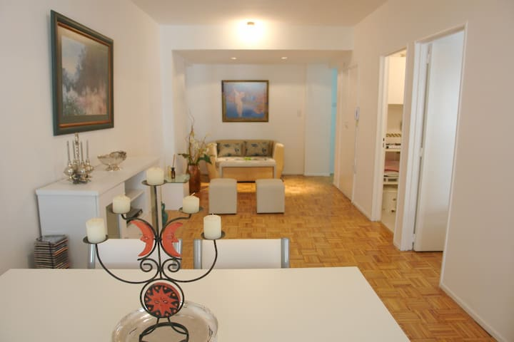 Buenos Aires by foot: Comfy, downtown two bedroom