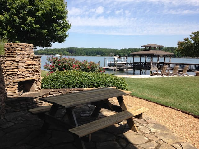 Lakeside Retreat at Lake Norman - Mooresville - Apartment
