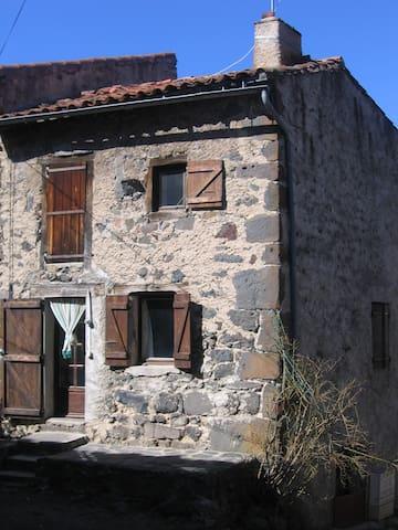 Petite maison - Saint-Geneys-près-Saint-Paulien - Ev