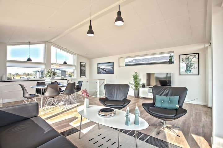 Luksussommerhus syd for Skagen med havudsigt