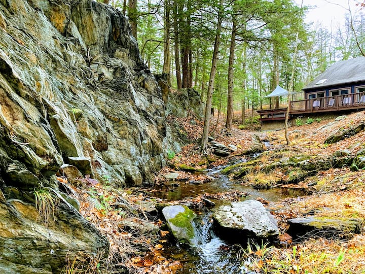 4Br escape set on mountain brook in 130acre forest