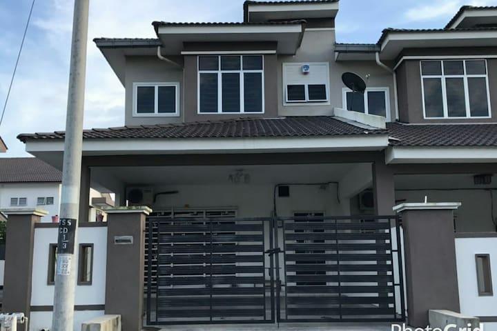 Afiya Homestay - Sitiawan - Maison
