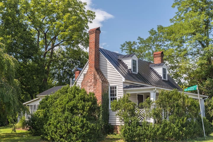 Preservationist's Delight: c. 1800 Cottage