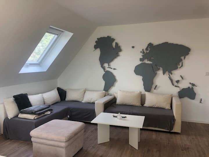Helle & große Wohnung mit Pool in zentraler Lage