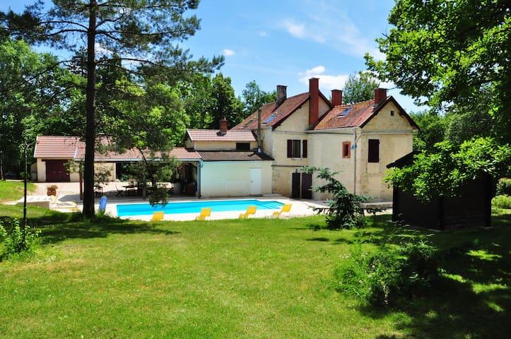 Maison 4 chambres avec piscine à 2h30 de Paris