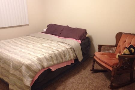 Private room w/ large air mattress - Colorado Springs