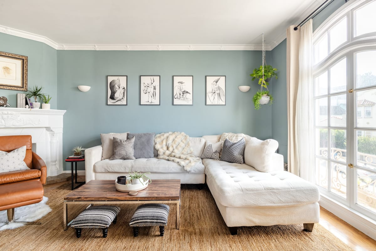 Chic Sunlit Flat in A Safe, Quiet Walkable Area