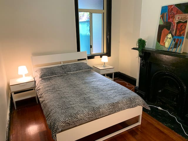 PRIVATE BEDROOM (R2) Right next to Newtown