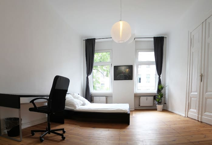 bright, large double room in best Berlin location