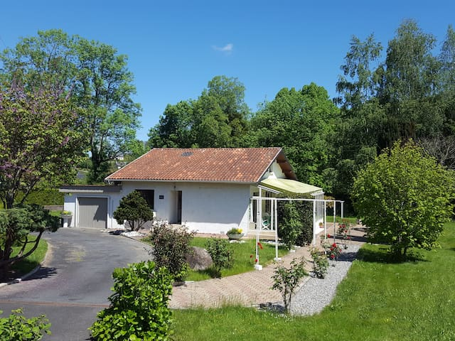 Maison indépendante jardin véranda 5 min Lourdes
