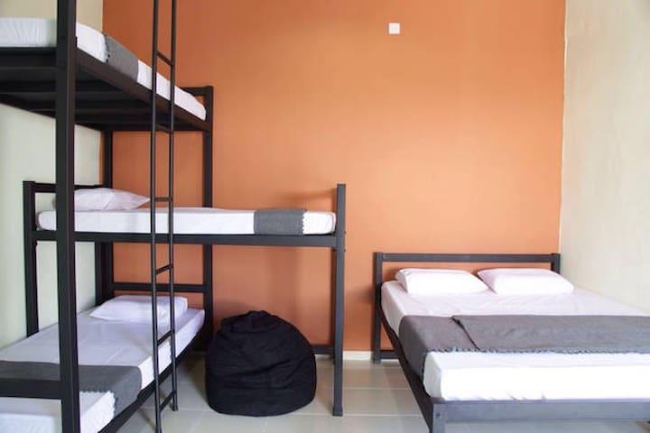 Belukar Lodges- 3 bunk+queen beds for 5 pax(Unit3)