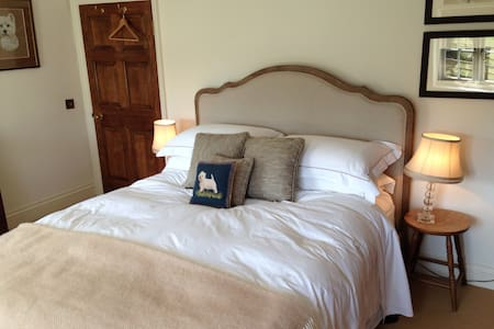 Goodwood, cosy double bedroom - Chichester  - House