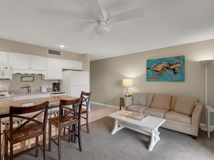 Ground Floor 1 Bedroom Condo near Pool & Beach