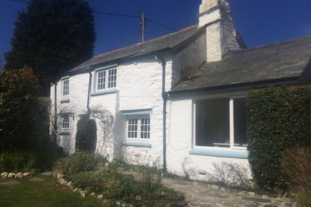 Briar fishermans Cottage and garden by the coast - Boscastle