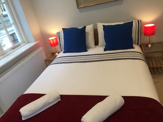 ... Double Room in Luxury house Kensington