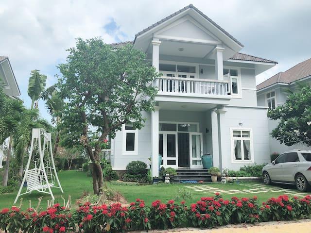 Deluxe Villa - Closest to Sea Links beach