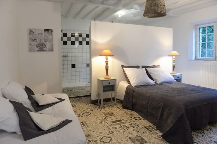 Chambres cosy, chic, tout confort - Villiers-Fossard - House