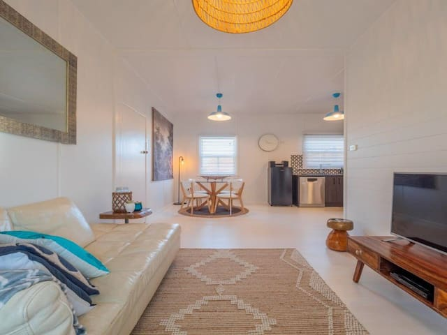 Newly Renovated Beach Cottage at Flynns Beach