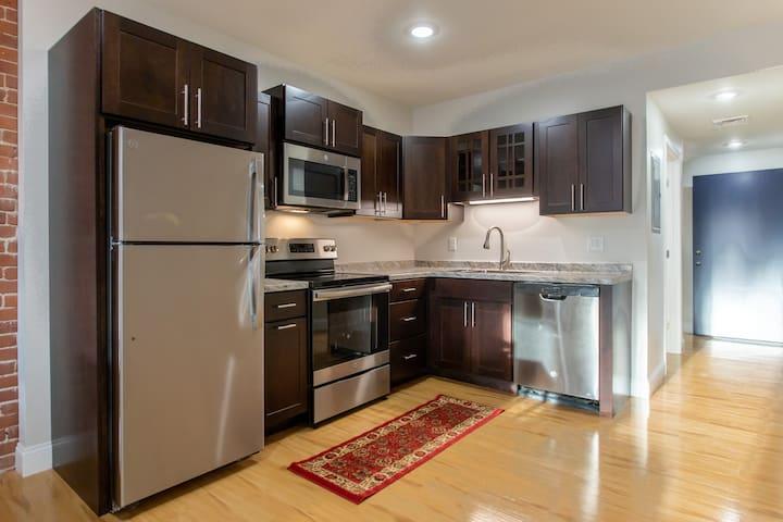 Secure, Cool & Convenient Studio Lofts (Apt 251)