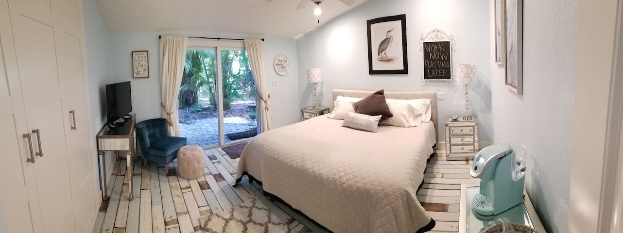 Spacious~remodeled room near the beaches~DOLPHIN