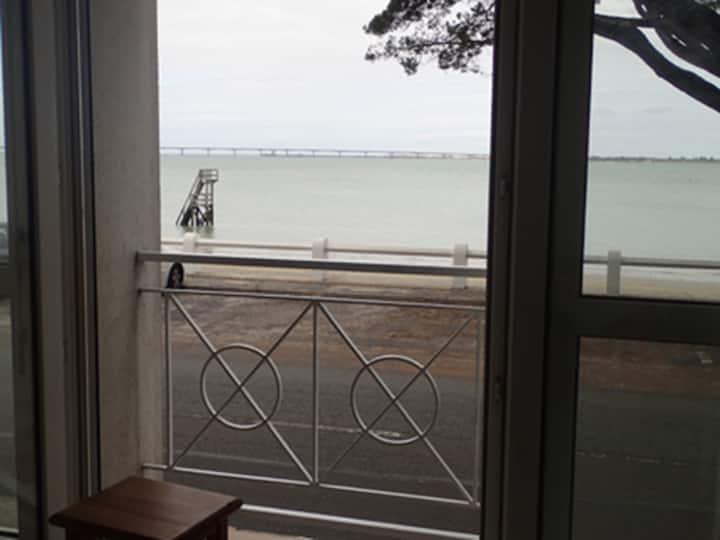 """Ile d'Oléron-Apt T2 """"L'escale""""  en front de mer"""