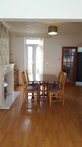 Double Bedroom in Cosy House - Bootle