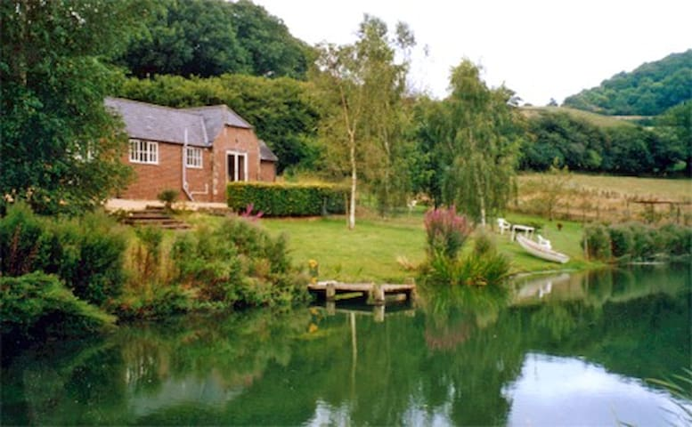 Lakeside Cottage - at Incombe Farm - Compton Abbas - Casa