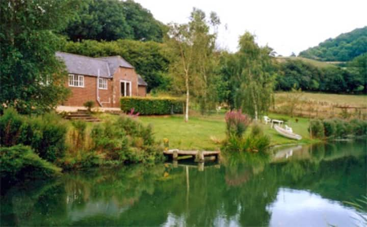 Lakeside Cottage - at Incombe Farm